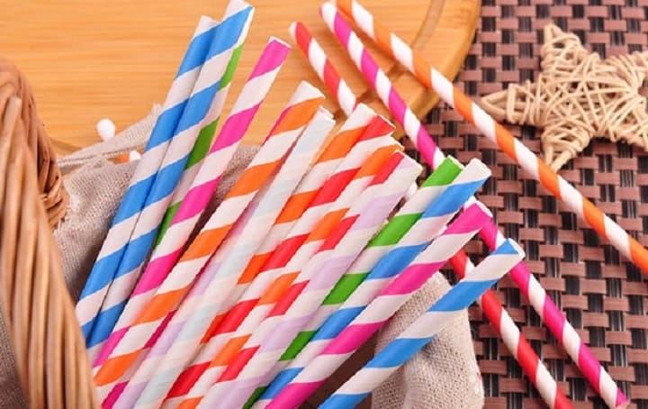 ống hút giấy đa dạng về màu sắc, mẫu mã