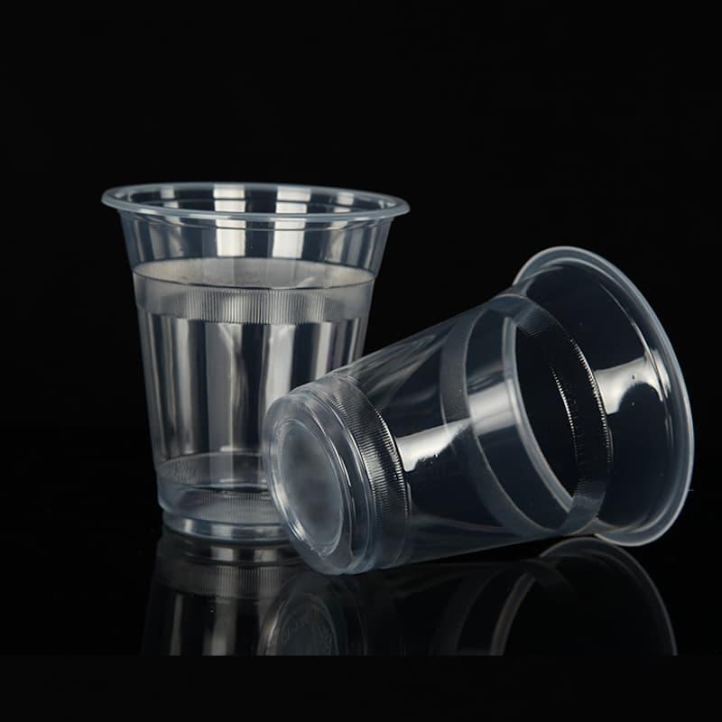 có nên dùng ly nhựa không